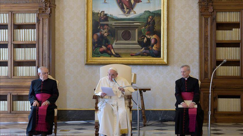 """Papa Francisco sobre pandemia: """"Os conflitos não se resolvem através da guerra"""""""