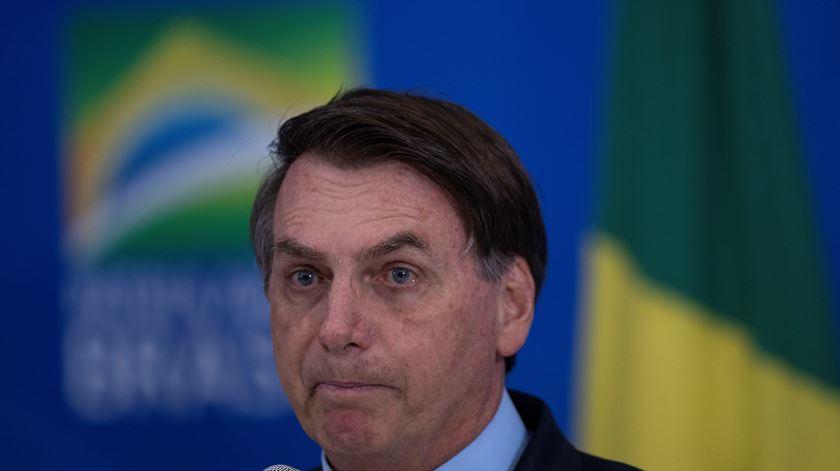 Bolsonaro volta a desvalorizar efeitos do coronavírus e provoca manifestações dos cidadãos às janelas