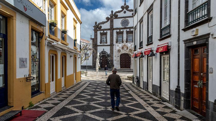 """Açores mantêm """"risco sério e elevado"""" de registar casos, segundo Governo regional"""