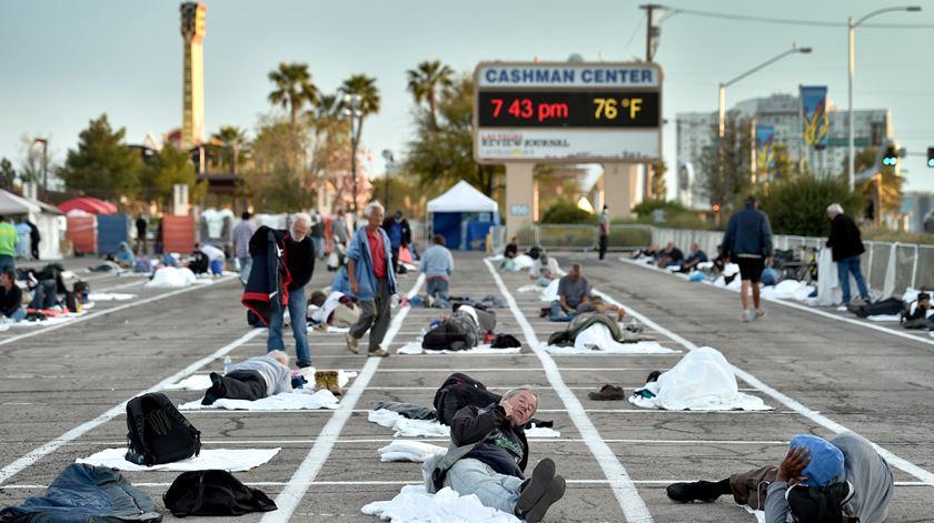 """Francisco de """"coração partido"""" com imagem de sem-abrigo nos EUA"""