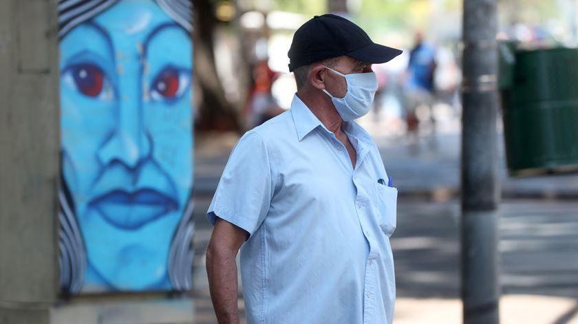 Covid-19. Brasil regista recorde de mortos e de infetados