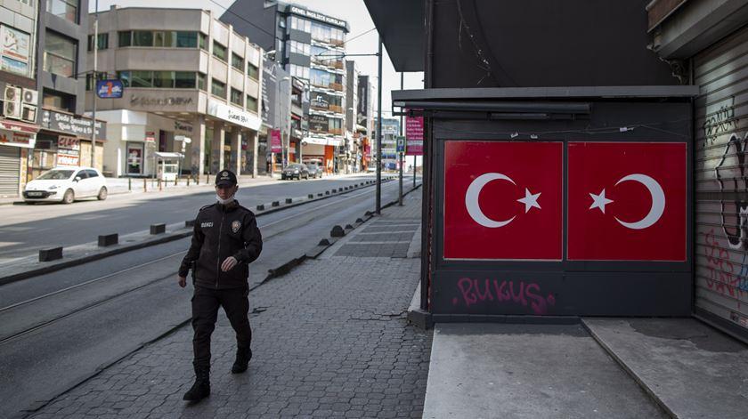 Coronavírus. Turquia vai ter novo período de confinamento de quatro dias