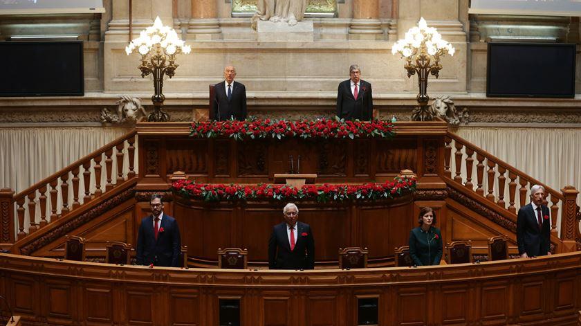 Parlamento cumpre minuto de silêncio pelas vítimas da Covid-19