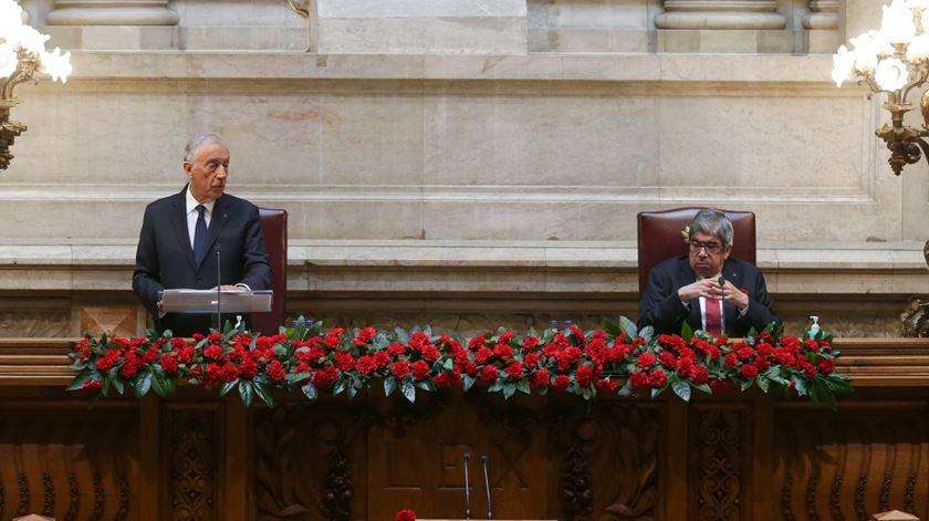 Ferro Rodrigues determina uso obrigatório de máscara no Parlamento