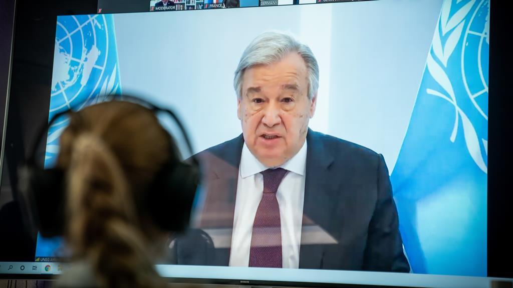 """Guterres pede também a intensificação da """"luta contra o ressurgimento do neonazismo"""". Foto: Michael Kappeler/EPA"""