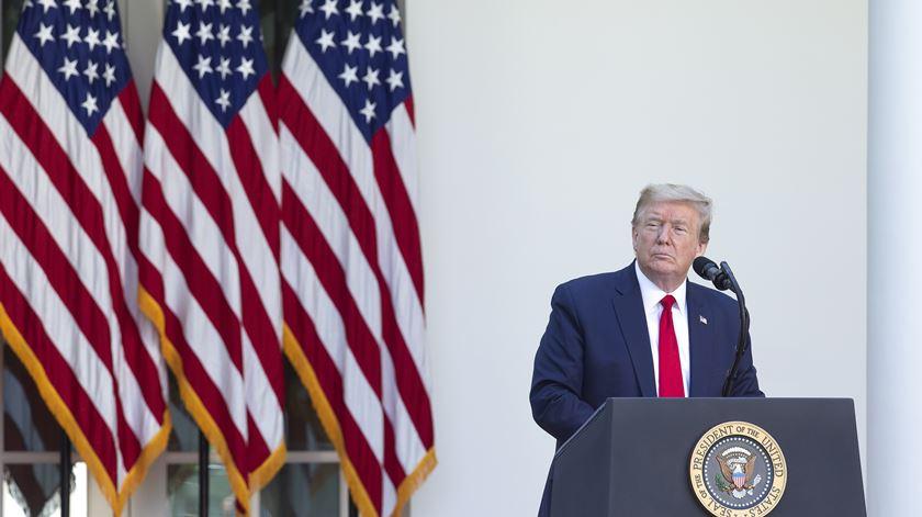 Trump pondera bloquear acesso a aplicação chinesa TikTok