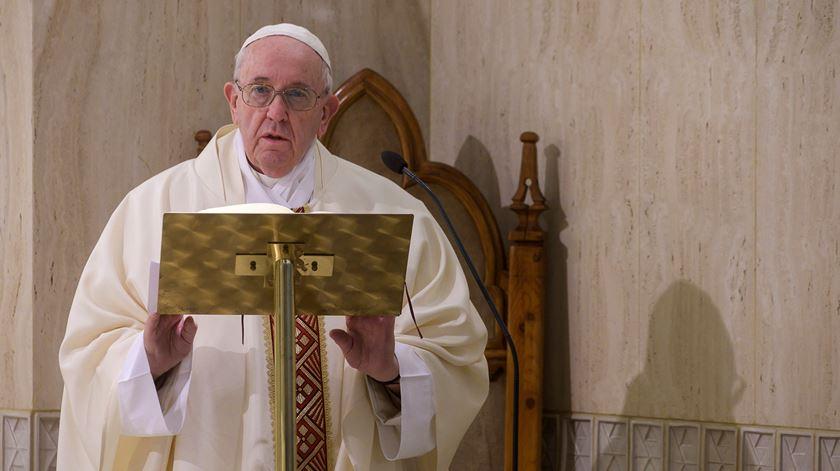 """Papa Francisco defende que a pandemia obriga a uma """"mudança de rumo"""" a nível global"""