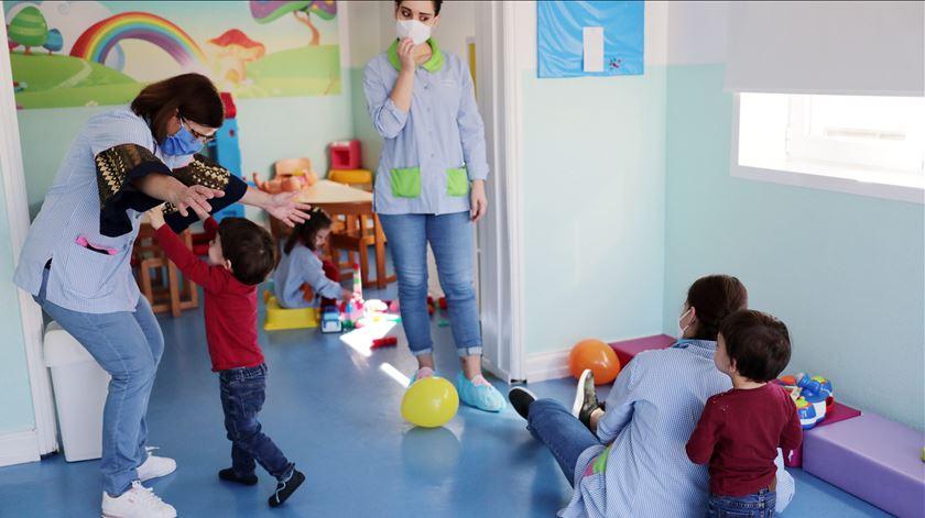 Vinte pessoas de quarentena após dois casos de infeção por Covid-19 em escola de Espinho