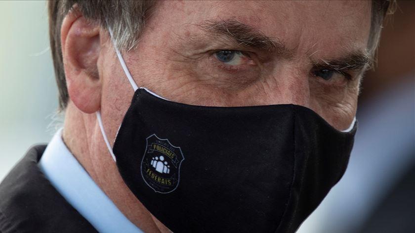 """Bolsonaro diz a jornalista: """"Minha vontade é encher tua boca com uma porrada"""""""