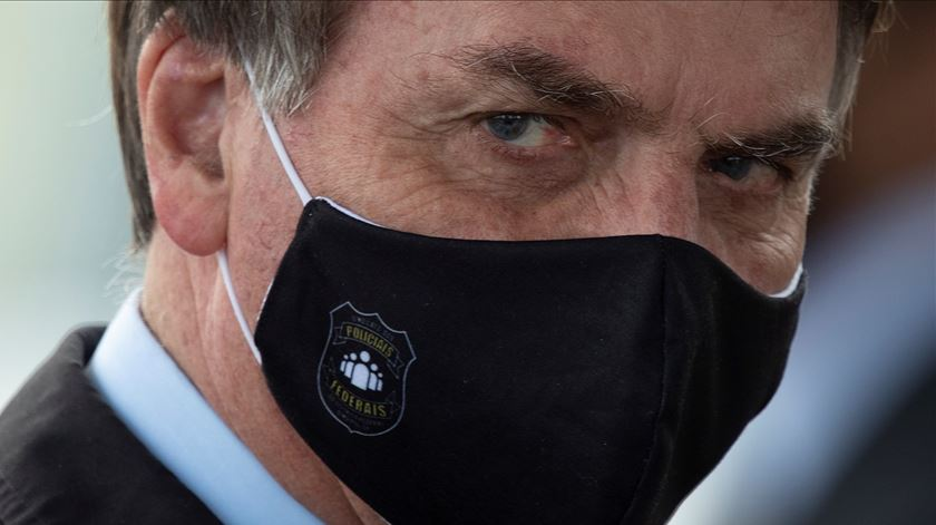 "Bolsonaro lamenta número de mortes mas diz que ""é o destino de todos"""