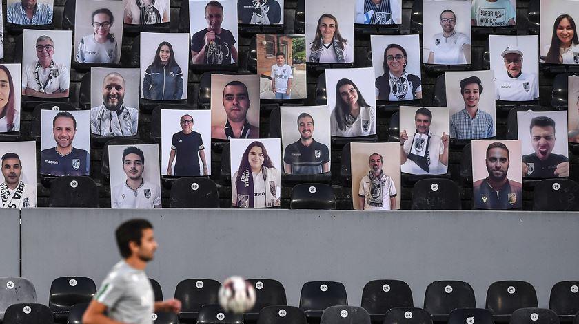 O regresso ao futebol com estádios vazios em imagens