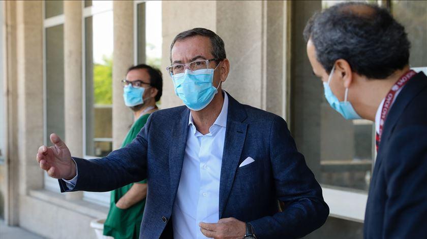 """Covid-19: """"Pandemia está controlada mas não acabou"""""""