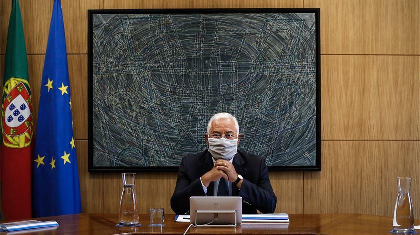 """Costa garante que situação em Portugal é """"estável"""" e reuniões no Infarmed não acabaram"""