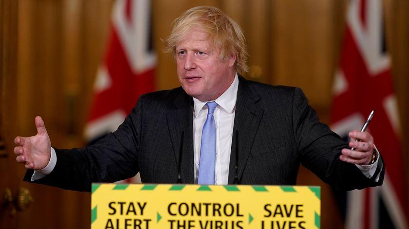Reino Unido espera regresso à normalidade antes do Natal