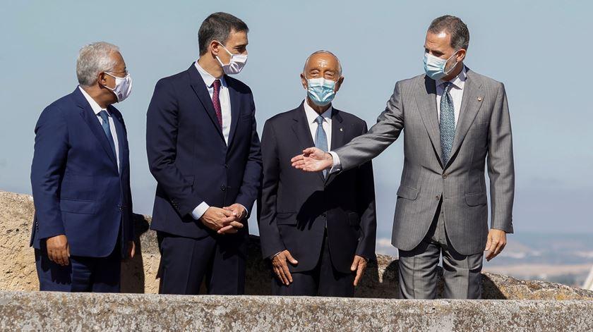 Portugal e Espanha celebram reabertura da fronteira mais antiga da Europa