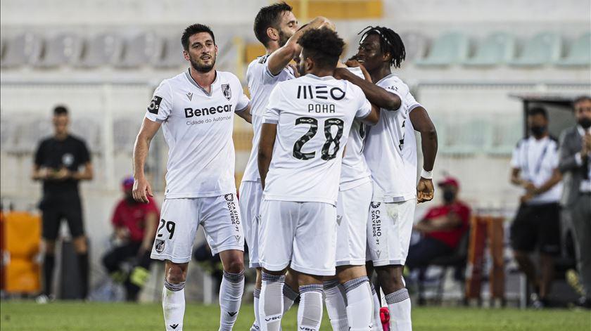 V. Guimarães trava recuperação do Portimonense