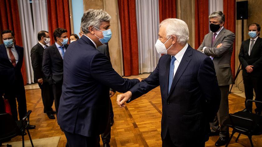 """Centeno toma posse com recados sobre independência e """"ao serviço de Portugal"""""""