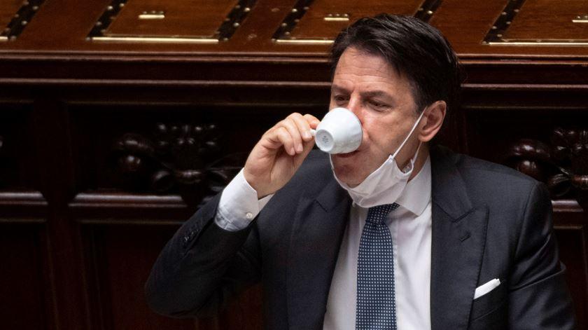 Giuseppe Conte sobrevive à votação do Senado mas enfrenta parlamento dividido