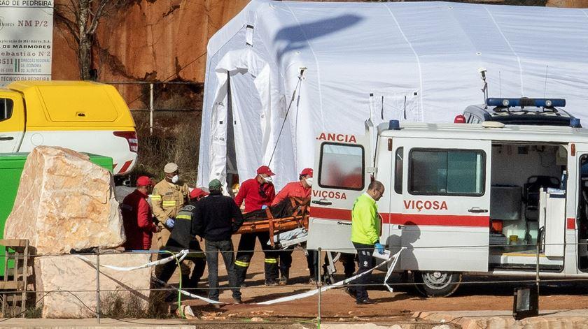 Retirada carrinha com dois dos desaparecidos em Borba
