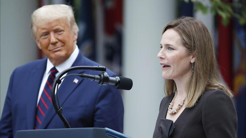 Trump nomeia Amy Coney Barrett para vaga no Supremo Tribunal