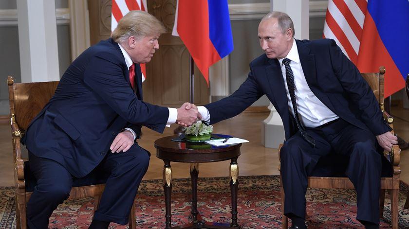 """Trump prevê """"relação extraordinária"""" entre EUA e Rússia"""