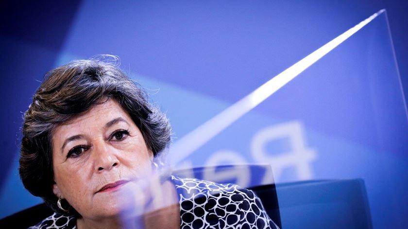 """Ana Gomes critica excesso de facilitismo proposto para os ajustes directos. """"Não podemos passar do oito para o oitenta"""""""