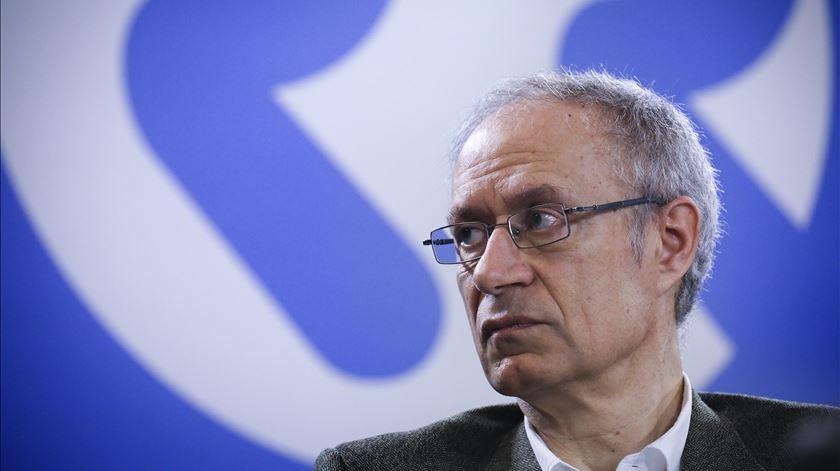 """Francisco Louçã. """"É impossível que Teixeira dos Santos continue à frente do EuroBic"""""""