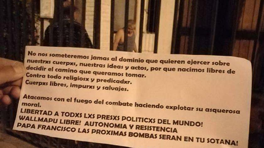 Panfleto a ameaçar o Papa Francisco, no Chile. Foto: Twitter