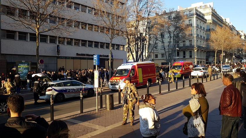 Polícia francesa abateu a tiro o suspeito do ataque a Marselha