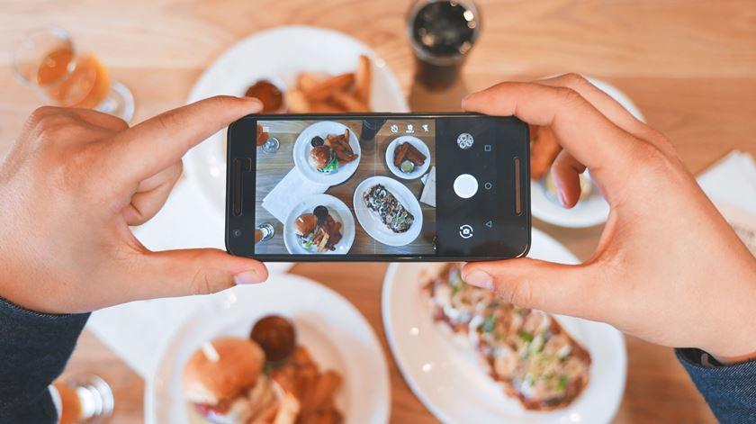 Refeição rima com socialização? Este restaurante quer desligar os telemóveis à mesa