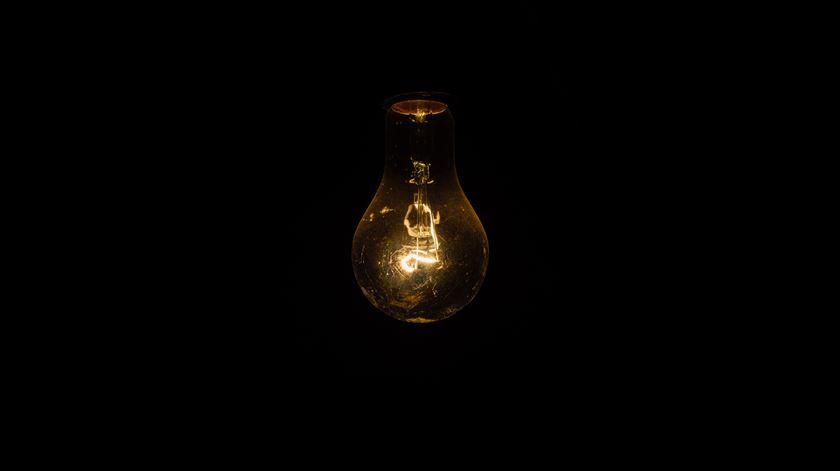Descida do IVA na luz vai reduzir fatura mensal de 5,2 milhões de famílias