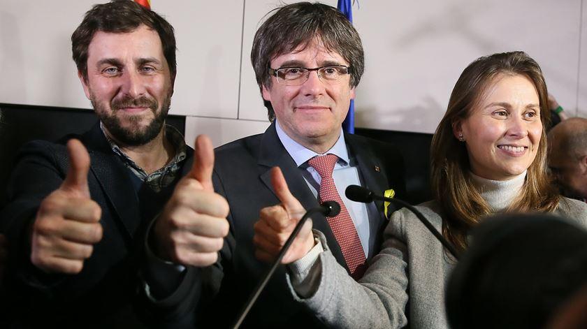 Bloco liderado por Carles Puigdemont ganhou a maioria no parlamento. Foto: Stephanie Lecocq/EPA