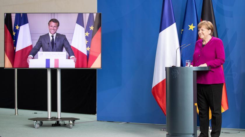 Eixo franco-alemão tenta salvar UE