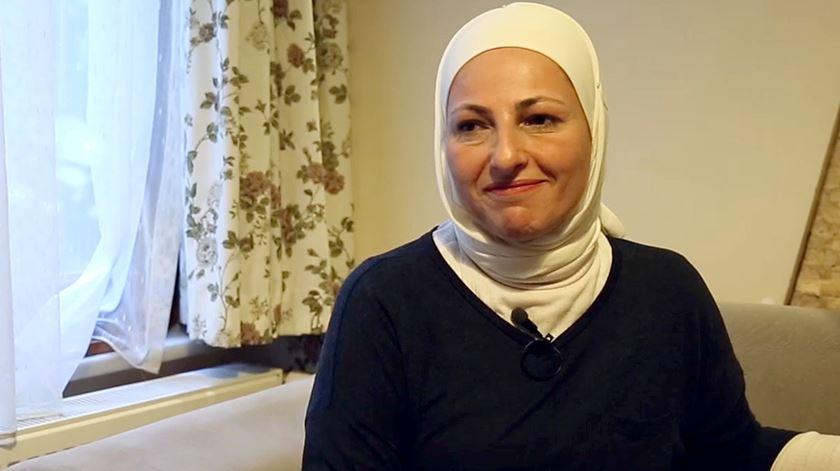 Foi presa, fugiu e deixou os filhos partirem para longe da Síria. Ela ficou por perto