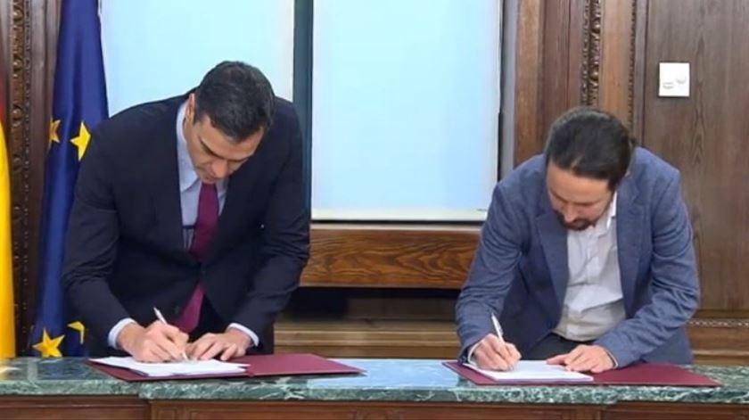 Sánchez tem de esperar por terça-feira para formar Governo