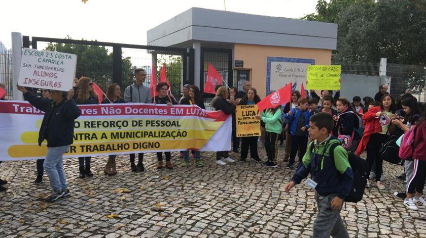 Trabalhadores não docentes marcam greve para final de novembro