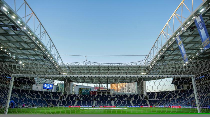 """FC Porto contra-ataca: """"Propósito do Benfica é ocultar a triste realidade em que está mergulhado"""""""