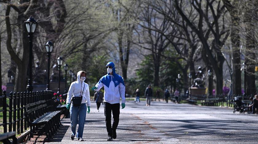 Nova Iorque alerta que só terá material médico até 5 de abril