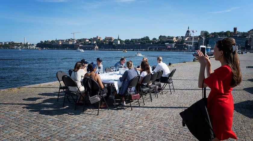 Suécia pondera restrições em Estocolmo para travar aumento de infeções por Covid-19
