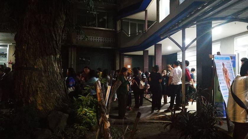 Sismo de 6.4 na escala de Richter faz pelo menos um morto nas Filipinas