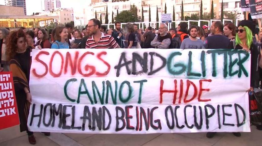 """Milhares de palestinianos manifestam-se para lembrar """"catástrofe"""" da ocupação israelita"""