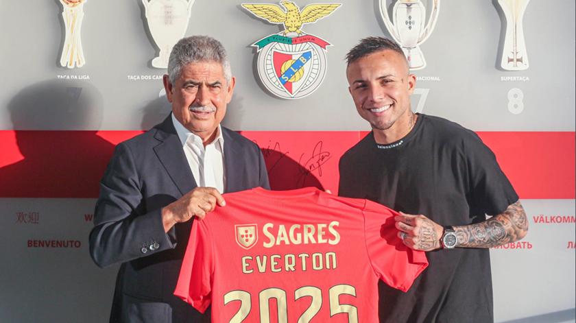 """Éverton espera """"dar alegrias aos adeptos"""" do Benfica"""