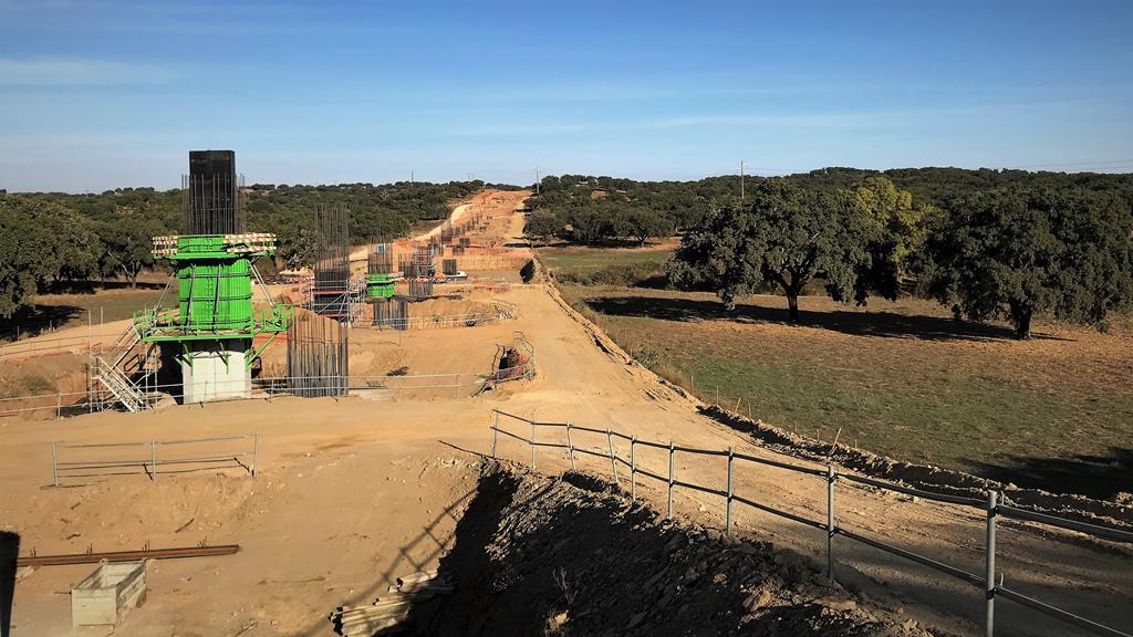 Construção do subtroço ferroviário Évora Norte-Freixo está em plena execução. Foto: Rosário Silva/RR