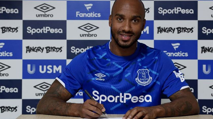 Marco Silva assegura reforço de peso. Fabian Delph assina pelo Everton