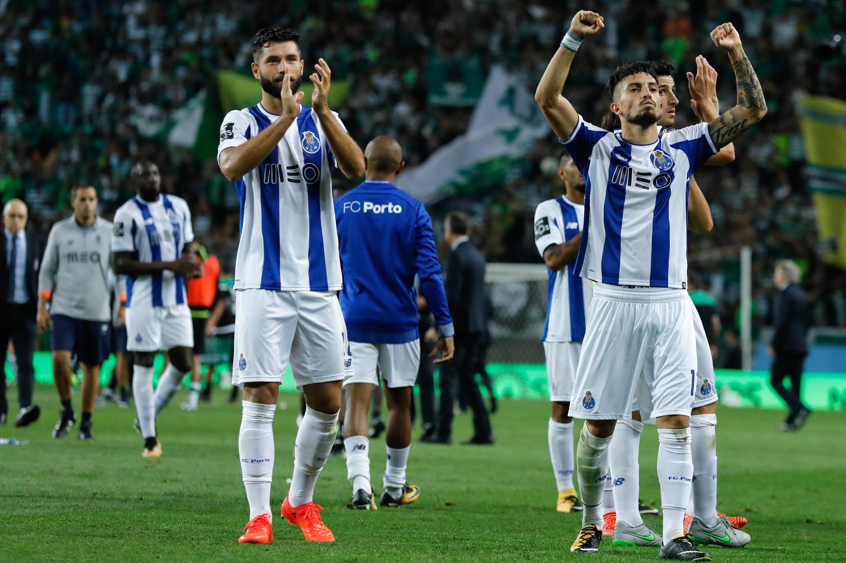 Atacantes brilham, Porto vence e volta à liderança do Português