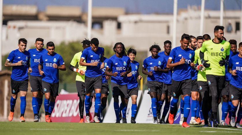Pepe treina condicionado no primeiro treino do FC Porto em Lagos