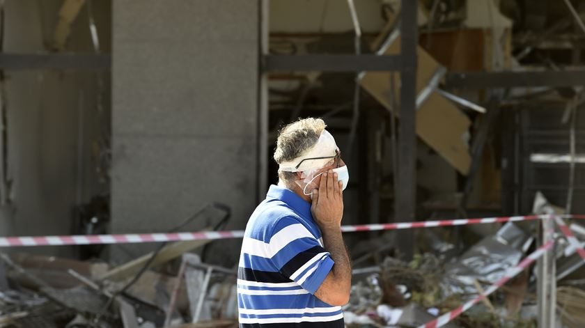 Explosão em Beirute. UE envia mais de 100 bombeiros e equipamento para apoiar nas buscas