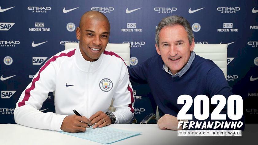 Fernandinho renova pelo Manchester City
