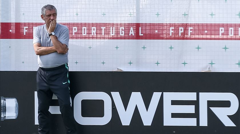 Fernando Santos com todos na véspera do jogo com o Irão