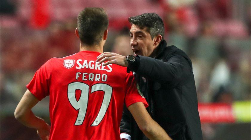 Ferro renova com o Benfica